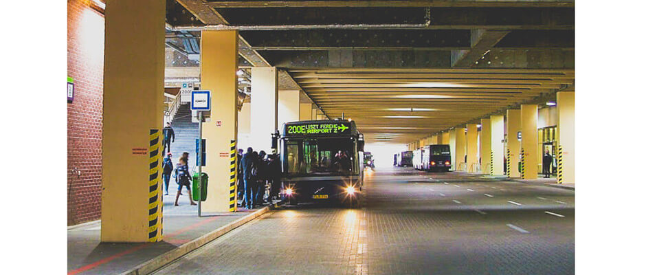 How to get from Budapest Airport to city center? Bus, train